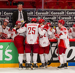 09.05.2013, Globe Arena, Stockholm, SWE, IIHF, Eishockey WM, Tschechische Republik vs Daenemark, im Bild Denmark Head Coach Per Bäckman, timeout // during the IIHF Icehockey World Championship Game between Czech Republic and Denmark at the Ericsson Globe, Stockholm, Sweden on 2013/05/09. EXPA Pictures © 2013, PhotoCredit: EXPA/ PicAgency Skycam/ Johan Andersson..***** ATTENTION - OUT OF SWE *****