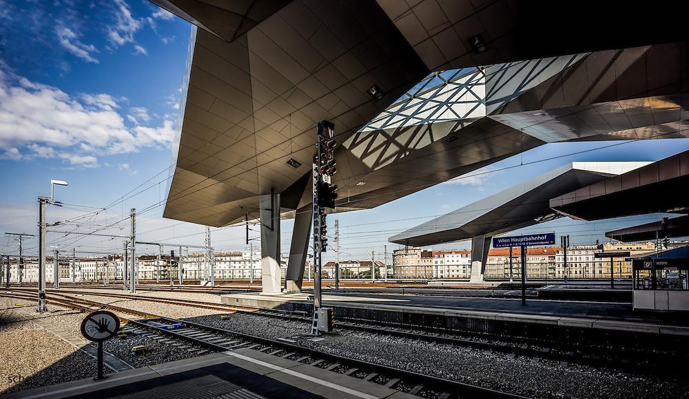 Hauptbahnhof Wien neu (Architekten Wimmer, Hoffmann, Hotz), Rautendachkonstruktion, Bahnsteige, Österreich, Wien, Architektur, modern, zeitgenössisch