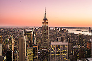 New York. elevated view of Manhattan with the Empire state building.  / vue elevee de Manhattan avec l'empire state building.