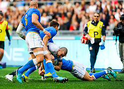 Mike Brown of England is tackled by Tommaso Allan of Italy - CFPfoto/JMP - 04/02/2018 - RUGBY UNION - Rome, Italy - Stadio Olimpico - Italy v England - 2018 NatWest 6 Nations Championship.