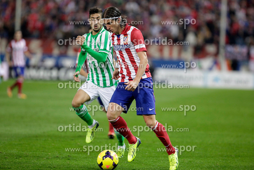 27.10.2013, Estadio Vicente Calderon, Madrid, ESP, Primera Division, Atletico Madrid vs Real Betis, 10. Runde, im Bild Atletico de Madrid's Filipe Luis (R) and Real Betis // Atletico de Madrid's Filipe Luis (R) and Real Betis during the Spanish Primera Division 10th round match between Club Atletico de Madrid and Real Betis at the Estadio Vicente Calderon in Madrid, Spain on 2013/10/28. EXPA Pictures © 2013, PhotoCredit: EXPA/ Alterphotos/ Victor Blanco<br /> <br /> *****ATTENTION - OUT of ESP, SUI*****