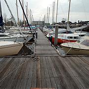 Kade haven van Huizen, loopplanken