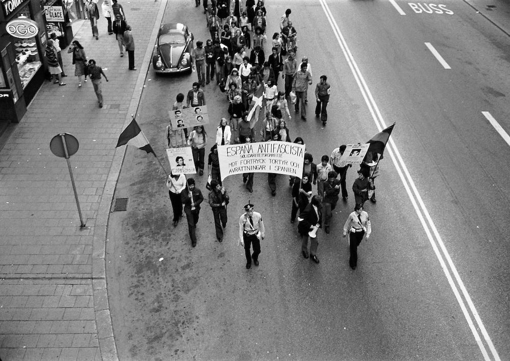 Demonstration i Stockholm 4 september 1975 mot Franco-diktaturens dödsdomar mot fem motståndskämpar.