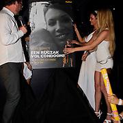 "NLD/Hilversum/20100424 -  Playboy Night at the Mansion, onthulling boek Meike Schulte  ""Een rugzak vol condooms"" door Jan Heemskerk"