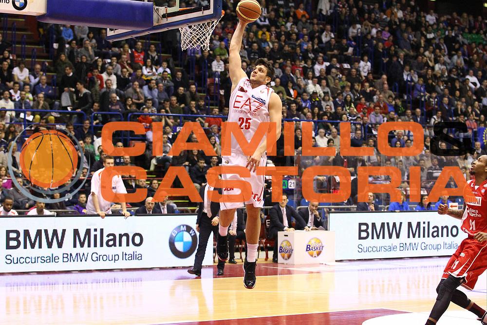 DESCRIZIONE : Milano Lega A 2012-13 EA7 Emporio Armani Milano Scavolini Banca Marche Pesaro<br /> GIOCATORE : Alessandro Gentile<br /> CATEGORIA : Schiacciata<br /> SQUADRA : EA7 Emporio Armani Milano<br /> EVENTO : Campionato Lega A 2012-2013<br /> GARA : EA7 Emporio Armani Milano Scavolini Banca Marche Pesaro<br /> DATA : 06/04/2013<br /> SPORT : Pallacanestro <br /> AUTORE : Agenzia Ciamillo-Castoria/G.Cottini<br /> Galleria : Lega Basket A 2012-2013  <br /> Fotonotizia : Milano Lega A 2012-13 EA7 Emporio Armani Milano Scavolini Banca Marche Pesaro<br /> Predefinita :