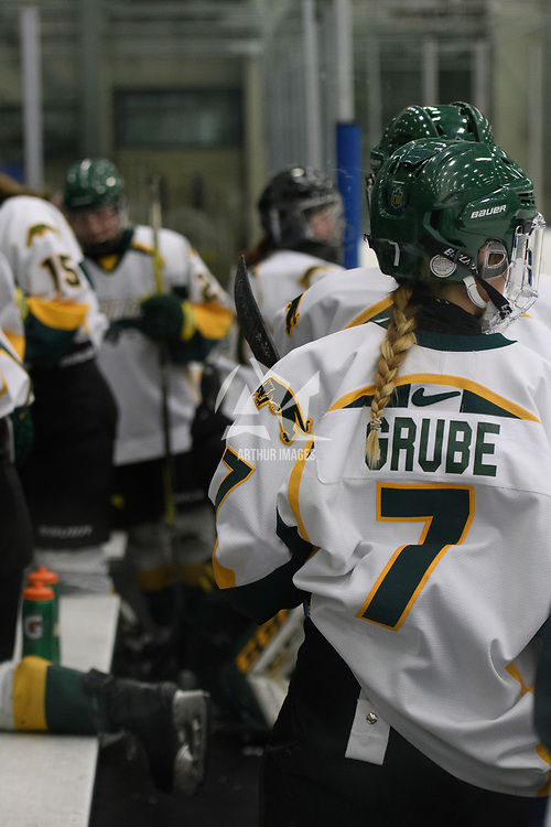1st year forward Jenna Grube (7) of the Regina Cougars in action during the Women's Hockey home game on January 20 at Co-operators arena. Credit: Arthur Ward/Arthur Images