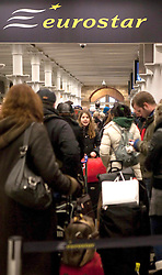 ©London News Picures. 2010/12/21. TODAY PICTURE. St Pancras International, EuroStar Terminal. Passengers continue to queue for their trains, The winter weather is continuing to cause problems for travellers across the UK. Photo credit should read Fuat Akyuz/London News Pictures.