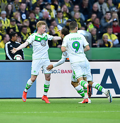 30.05.2015, Olympiastadion, Berlin, GER, DFB Pokal, Borussia Dortmund vs VfL Wolfsburg, Finale, im Bild <br /> Torjubel, Jubel, Freude, Emotion nach 1:2 durch Kevin de Bruyne VfL Wolfsburg (links) // during German DFB Pokal Final match between Borussia Dortmund and VfL Wolfsburg at the Olympiastadion in Berlin, Germany on 2015/05/30. EXPA Pictures &copy; 2015, PhotoCredit: EXPA/ Eibner-Pressefoto/ Weber<br /> <br /> *****ATTENTION - OUT of GER*****