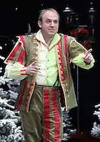 Tim Vine First Family Entertainment Pantomime photocall, Piccadilly Theatre, London UK, 26 November 2010: piQtured Sales: Ian@Piqtured.com +44(0)791 626 2580 (picture by Richard Goldschmidt)