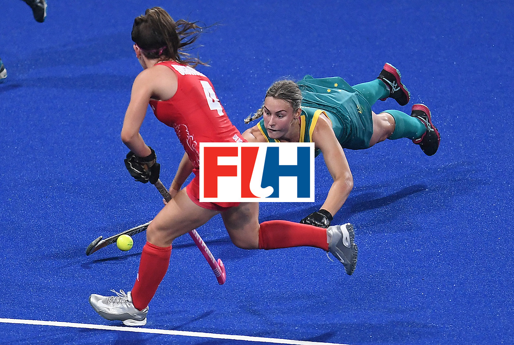 Britain's Laura Unsworth (L) tries to get past Australia's Mariah Williams during the women's field hockey Britain vs Australia match of the Rio 2016 Olympics Games at the Olympic Hockey Centre in Rio de Janeiro on August, 6 2016. / AFP / MANAN VATSYAYANA        (Photo credit should read MANAN VATSYAYANA/AFP/Getty Images)