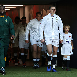 LONDON, ENGLAND - NOVEMBER 03: Siya Kolisi (captain) of South Africa and Owen Farrell (co-captain) of England during the Castle Lager Outgoing Tour match between England and South Africa at Twickenham Stadium on November 03, 2018 in London, England. (Photo by Steve Haag/Gallo Images)