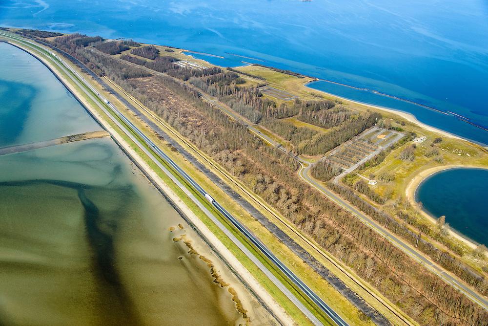 Nederland, Zeeland, Gemeente Schouwen-Duiveland, 01-04-2016; Grevelingendam, Plaat van Oude Tonge met langs de oevers van het Grevelingen recreatievoorzieningen. Het Grevelingenmeer is het grootste zoutwatermeer van Europa, ontstaan door het afsluiten van de zeearm door de Brouwersdam in het kader van de Deltatwerken (1971). <br /> The Grevelingendam with Grevelingen lake, part of the Delta Works.<br /> luchtfoto (toeslag op standard tarieven);<br /> aerial photo (additional fee required);<br /> copyright foto/photo Siebe Swart