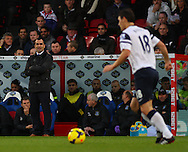 Picture by David Horn/Focus Images Ltd +44 7545 970036<br /> 09/11/2013<br /> Roberto Martinez , Manager of Everton looks on during the Barclays Premier League match at Selhurst Park, London.