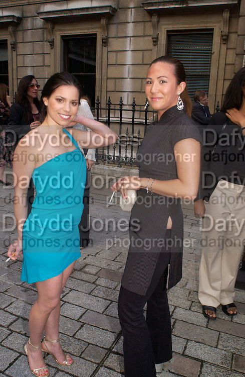 Ally Hilfiger and Victoria tang, Around the World in One night, gala to raise money for the Royal Academy,   Royal Academy. 21 June 2004. ONE TIME USE ONLY - DO NOT ARCHIVE  © Copyright Photograph by Dafydd Jones 66 Stockwell Park Rd. London SW9 0DA Tel 020 7733 0108 www.dafjones.com