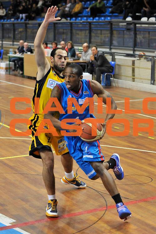 DESCRIZIONE : Novara Lega A2 2009-10 Campionato Miro Radici Fin. Vigevano - Fastweb Casale Monferrato<br /> GIOCATORE : Marcus Hall<br /> SQUADRA : Fastweb Casale Monferrato<br /> EVENTO : Campionato Lega A2 2009-2010<br /> GARA : Miro Radici Fin. Vigevano Fastweb Casale Monferrato<br /> DATA : 10/12/2009<br /> CATEGORIA : Penetrazione<br /> SPORT : Pallacanestro <br /> AUTORE : Agenzia Ciamillo-Castoria/D.Pescosolido