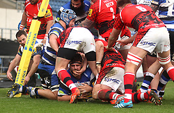Bath's Rob Webber scores a try - Photo mandatory by-line: Robbie Stephenson/JMP - Mobile: 07966 386802 - 29/03/2015 - SPORT - Rugby - Oxford - Kassam Stadium - London Welsh v Bath Rugby - Aviva Premiership
