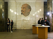 "Lenin Bild an der Moskauer Metrostation ""Ploschad Rewoljuzii"" welche zum Roten Platz und Kreml führt.<br /> <br /> Lenin image at the Moscow metro station ""Ploshchad Revoluyutsii"" (Revolution Square) which exit leads to the Red Square in Moscow."