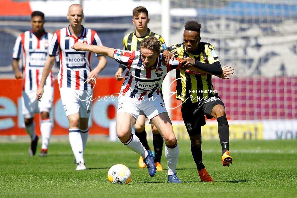 (L-R) *Ben Rienstra* of Willem II, *Thulani Serero* of Vitesse