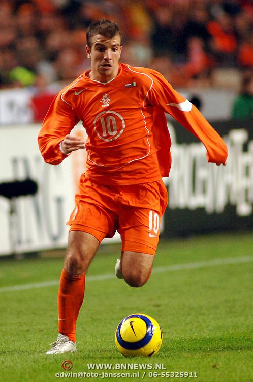 NLD/Amsterdam/20051112 - Voetbal, vriendschappelijke wedstrijd Nederland - Italie, Rafael van der Vaart (10)