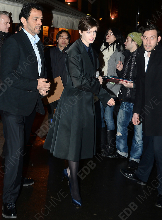 06.FEBRUARY.2013. PARIS<br /> <br /> ANNE HATHAWAY SEEN LEAVING THE BERKELEY RESTAURANT IN PARIS<br /> <br /> BYLINE: EDBIMAGEARCHIVE.CO.UK<br /> <br /> *THIS IMAGE IS STRICTLY FOR UK NEWSPAPERS AND MAGAZINES ONLY*<br /> *FOR WORLD WIDE SALES AND WEB USE PLEASE CONTACT EDBIMAGEARCHIVE - 0208 954 5968*