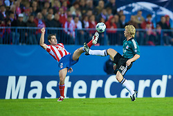 MADRID, SPAIN - Wednesday, October 22, 2008: Liverpool's Dirk Kuyt and Club Atletico de Madrid's Antonio Lopez during the UEFA Champions League Group D match at the Vicente Calderon. (Photo by David Rawcliffe/Propaganda)