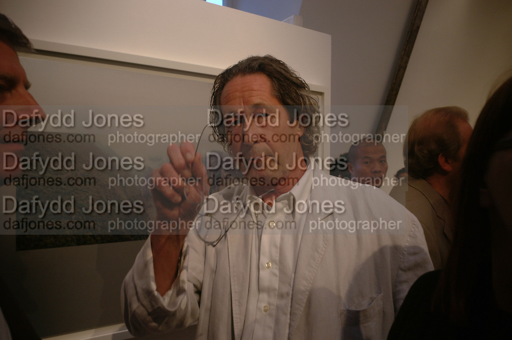 """Ken Griffiths, Opening of """"Three Gorges' exhibition by Ken Griffiths, MICHAEL HOPPEN CONTEMPORARY, Chelsea, London. 13th September 2005. ONE TIME USE ONLY - DO NOT ARCHIVE  © Copyright Photograph by Dafydd Jones 66 Stockwell Park Rd. London SW9 0DA Tel 020 7733 0108 www.dafjones.com"""