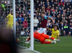 Sam Vokes of Burnley (C) misses a goal scoring opportunity - Mandatory by-line: Jack Phillips/JMP - 28/10/2018 - FOOTBALL - Turf Moor - Burnley, England - Burnley v Chelsea - English Premier League