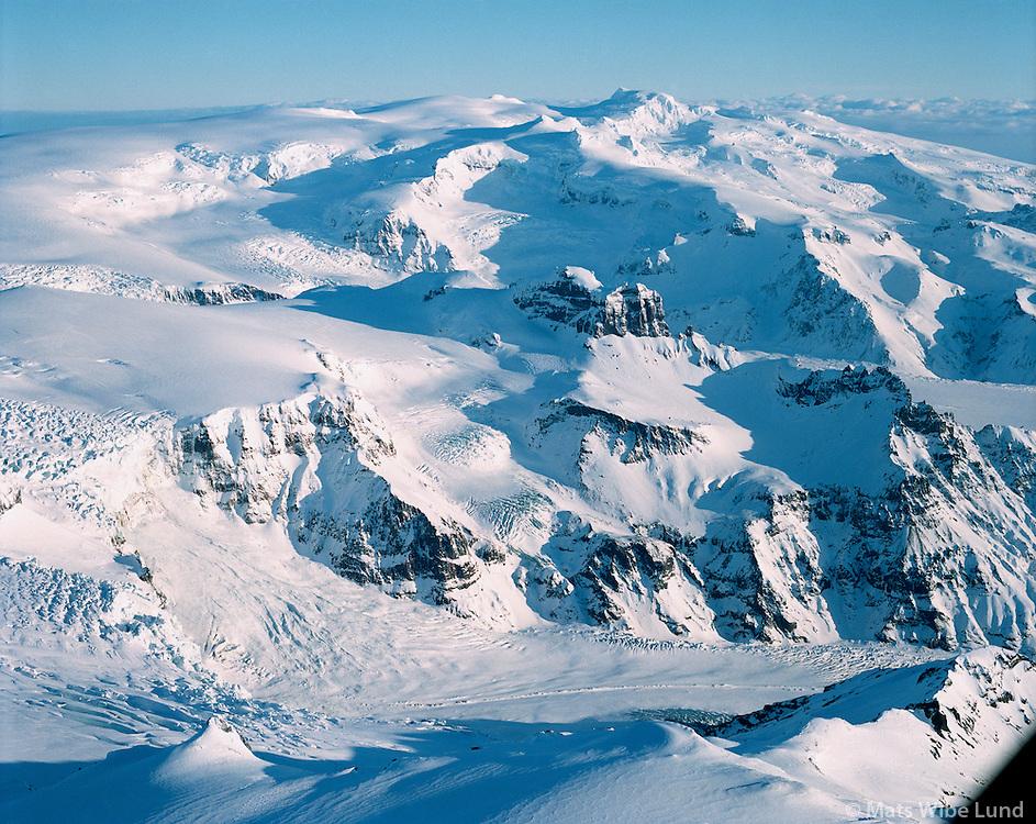 Mors&aacute;rj&ouml;kull, Skar&eth;atindur. &Ouml;r&aelig;faj&ouml;kull og Hvannadalshn&uacute;kur &iacute; baks&yacute;ni, Hofshreppur.  /   <br /> Morsarjokull glacier in foreground, mount Skardatindur and Oraefajokull gflacier in background with Hvannadalshnukur highest point in Iceland 2110 m., Hofshreppur. - -  New name of the county:  Sveitarf&eacute;lagi&eth; Hornafj&ouml;r&eth;ur /  Sveitarfelagid Hornafjordur.