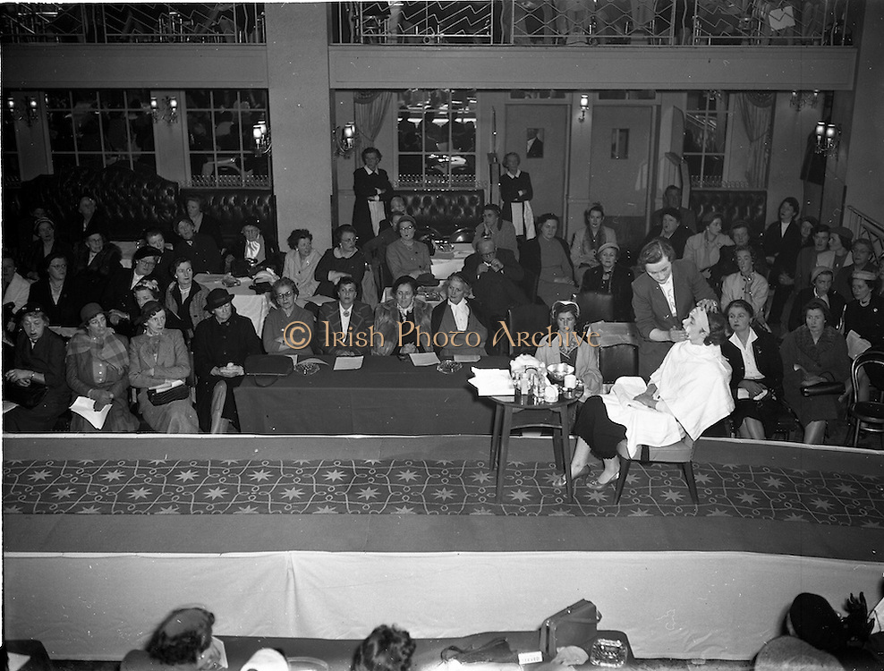 10/05/1955<br /> 05/10/1955<br /> 10 May 1955<br /> N.A.I.D.A. Annual Fashion Parade at the Gresham Hotel, Dublin. Makeup demonstration on the catwalk at the show.