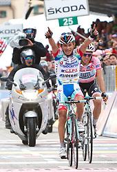 20.05.2011, Grossglocknerhochalpenstrasse, Heiligenblut, AUT, Giro d' Italia 2011, 13. Etappe, Spilimbergo - Grossglockner, im Bild Grossglocknersieger Jose Rujano (VEN) Androni Giocattoli gefolgt von Alberto Contador (ESP) Saxo Bank Sungard during Giro d' Italia 2011 in Glocknerhaus at Stage 13 Spilimbergo (ITA) - Grossglockner (AUT) on Fr. 20/5/2011. EXPA Pictures © 2011, PhotoCredit: EXPA/ J. Groder