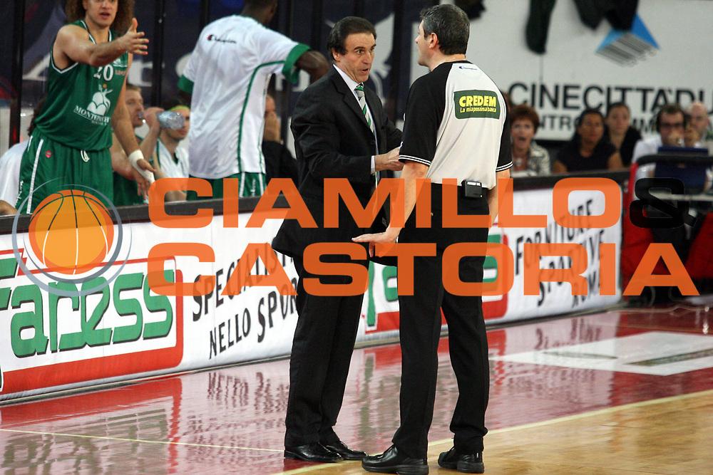 DESCRIZIONE : Roma Lega A1 2005-06 Play Off Quarti Finale Gara 4 Lottomatica Virtus Roma Montepaschi Siena <br />GIOCATORE : Recalcati Arbitro<br />SQUADRA : Montepaschi Siena<br />EVENTO : Campionato Lega A1 2005-2006 Play Off Quarti Finale Gara 4 <br />GARA : Lottomatica Virtus Roma Montepaschi Siena <br />DATA : 25/05/2006 <br />CATEGORIA : Arbitro<br />SPORT : Pallacanestro <br />AUTORE : Agenzia Ciamillo-Castoria/G.Ciamillo