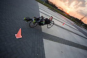 Voormalig prof wielrenner Rick Flens traint op een weg in Delft op een ligfiets voor het Human Power Team. In september wil het Human Power Team Delft en Amsterdam, dat bestaat uit studenten van de TU Delft en de VU Amsterdam, tijdens de World Human Powered Speed Challenge in Nevada een poging doen het wereldrecord snelfietsen te verbreken. Het record is met 139,45 km/h sinds 2015 in handen van de Canadees Todd Reichert.<br /> <br /> With the special recumbent bike the Human Power Team Delft and Amsterdam, consisting of students of the TU Delft and the VU Amsterdam, also wants to set a new world record cycling in September at the World Human Powered Speed Challenge in Nevada. The current speed record is 139,45 km/h, set in 2015 by Todd Reichert.