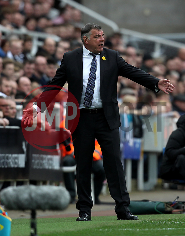 Sunderland Manager Sam Allardyce looks frustrated - Mandatory byline: Robbie Stephenson/JMP - 20/03/2016 - FOOTBALL - ST James Park - Newcastle, England - Newcastle United v Sunderland - Barclays Premier League