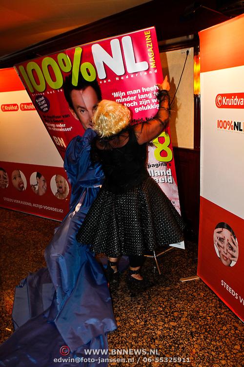 NLD/Volendam/20100827 - Uitreiking 100% NL magazine in samenwerking met Kruidvat keten aan Karin Bloemen en Rene Froger