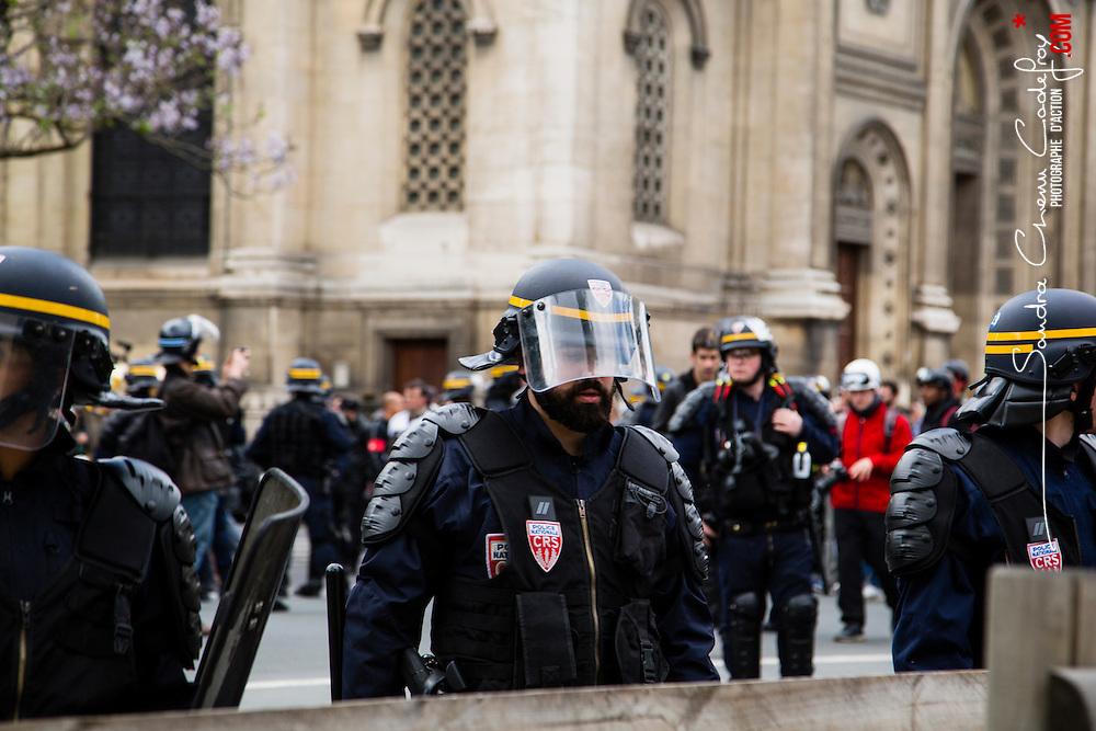 Policiers et gendarmes des Compagnies R&eacute;publicaines de S&eacute;curit&eacute; (CRS), Compagnies d'Intervention (CI) et Escadrons de Gendarmerie Mobile (EGM) le 1er mai 2016 en maintien de l'ordre lors du trajet et de la dispersion  place Denfert-Rochereau de la manifestation du 17 mai contre la Loi Travail.<br /> Mai 2016 / Paris (75) / FRANCE<br /> Voir le reportage complet (86 photos)<br /> http://sandrachenugodefroy.photoshelter.com/gallery/2016-05-MO-manifestation-17-mai-Complet/G0000vFokoY1yCLE/C0000yuz5WpdBLSQ