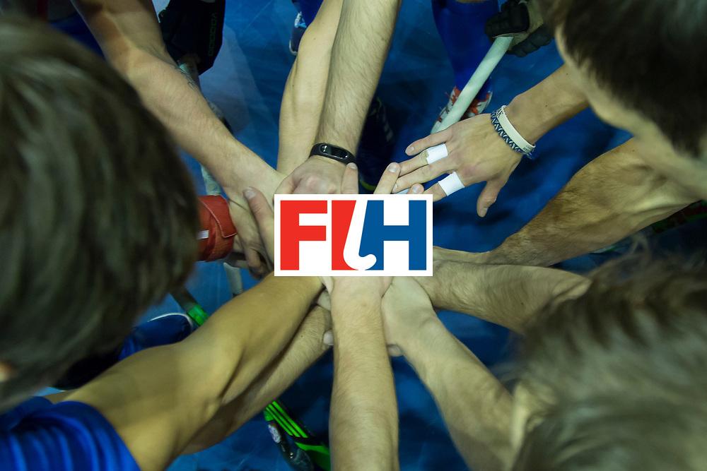 Hockey, Seizoen 2017-2018, 09-02-2018, Berlijn,  Max-Schmelling Halle, WK Zaalhockey 2018 MEN, Iran - Czech Republic 2-2 Iran Wins after shoutouts, hands players Czech Republic