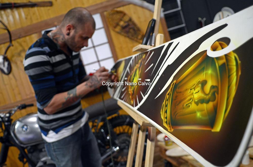 Manu Rodriguez, Spanish airbrush artist, demonstrates at Naturiva 2013, Madrid