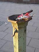 Dricksvattenfontänerna som fanns överallt i Stockholm har fått förfalla och bli askkoppar och avskrädesbehållare. Som grabb drack vi alltid vatten i dem när vi blev törstiga, aldrig att vi köpte Coca-cola.
