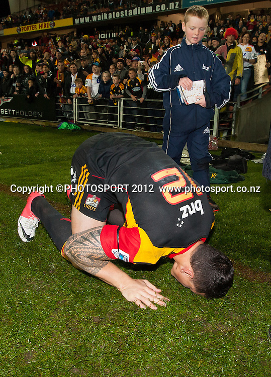 Chiefs' Sonny Bill Williams bows to the ground in prayer in Islamic tradition after the Investec Super Rugby final between Chiefs and Sharks won by Chiefs 37-6 at Waikato Stadium, Hamilton, New Zealand, Saturday 4 August 2012. Photo: Stephen Barker/Photosport.co.nz