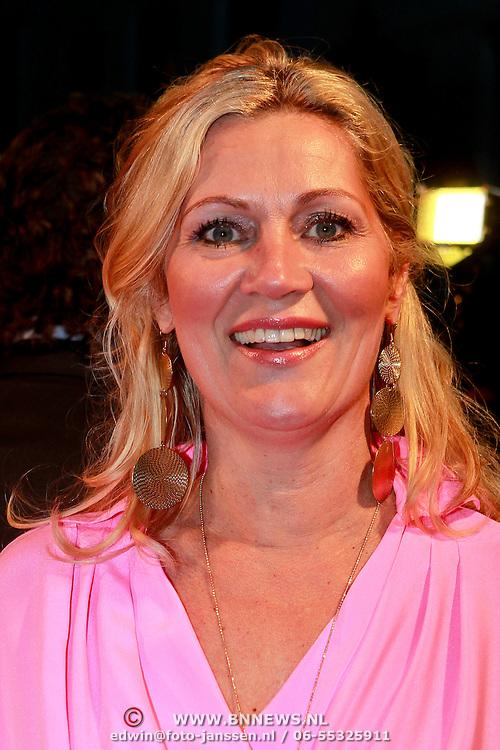 NLD/Den Haag/20110406 - Premiere Alle Tijden, Marion Bolland - Mulder met vriendin