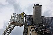 Mannheim. 23.02.17   BILD- ID 038  <br /> Schönau. Brand im Mehrfamilienhaus. Bei dem Brand in einem Vierfamilienhaus am Donnerstagnachmittag auf der Schönau ist ein geschätzter Schaden von rund 300 000 Euro entstanden. Das Feuer war im ersten Obergeschoss ausgebrochen und hatte auf das Dachgeschoss übergegriffen, teilte die Polizei mit. Die Bewohner konnten das Haus im Ludwig-Neischwander-Weg rechtzeitig verlassen. Verletzt wurde bei dem Brand niemand. Die Feuerwehr brachte den Brand unter Kontrolle. Die Brandursache ist noch nicht bekannt.<br /> Bild: Markus Prosswitz 23FEB17 / masterpress (Bild ist honorarpflichtig - No Model Release!)