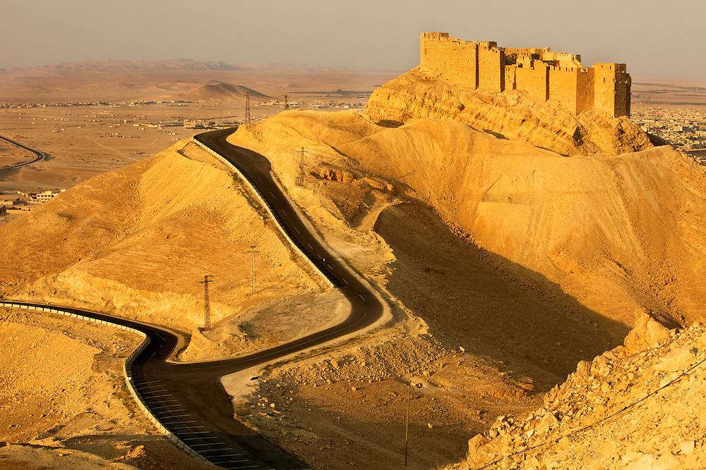 Palmyra citadel, Syria..La citadelle de Palmyre, Syrie.
