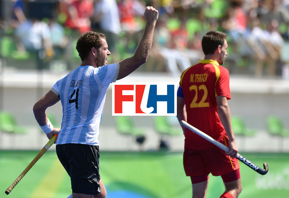 Argentina's Juan Gilardi (L) celebrates during the men's quarterfinal field hockey Spain vs Argentina match of the Rio 2016 Olympics Games at the Olympic Hockey Centre in Rio de Janeiro on August 14, 2016. / AFP / Carl DE SOUZA        (Photo credit should read CARL DE SOUZA/AFP/Getty Images)