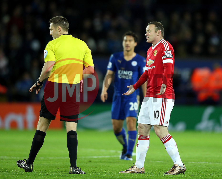 Wayne Rooney of Manchester United argues with referee Craig Pawson - Mandatory byline: Robbie Stephenson/JMP - 28/11/2015 - Football - King Power Stadium - Leicester, England - Leicester City v Manchester United - Barclays Premier League