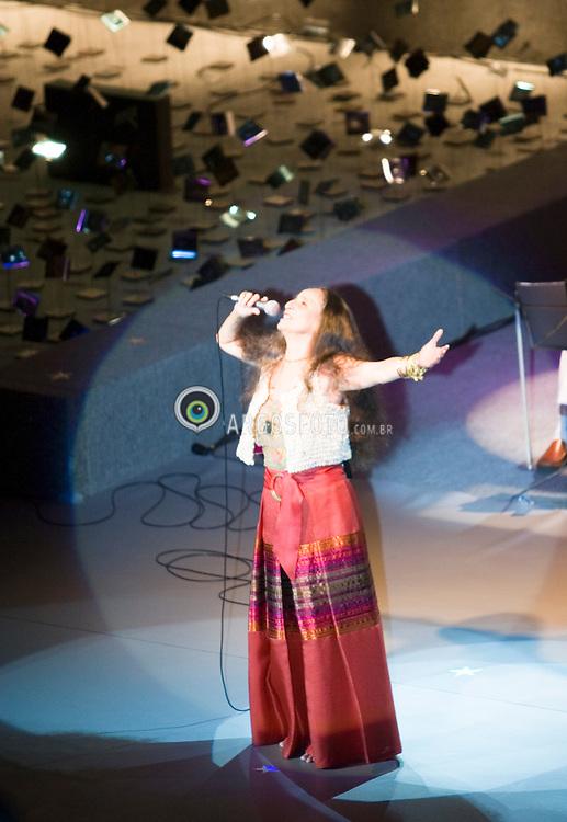 """Rio de Janeiro, RJ,Brasil   09/Dez/2006.A cantora Maria Bethania no show """"Dentro do Mar tem Rio"""" / Maria Bethania, Brazilian singer, during the concert """"Dentro do Mar tem Rio"""".Photo Marcos Issa/Argosfoto"""
