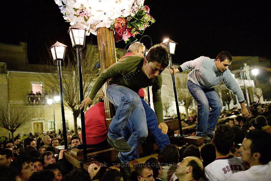 Good Friday ceremonies in Barrafranca, Sicily, Italy Easter ceremonies in the Sicilian towns of Ispica, Enna, Barrafranca and Scicli, each of which have their own take on celebrating Easter.