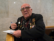 "Der 85 jährige ukrainische 2. Weltkriegs Veteran Ivan Dmitrievich Dunayev im Museum des Großen Vaterländischen Krieges in Moskau. Das Museum befindet sich auf dem Berg ""Poklonnaja Gora"". Die beiden Veteranen sind zur Siegesparade (9.Mai 2008) nach Moskau angereist.<br /> <br /> The 85 years old Ukrainian WW II veteran Ivan Dmitrievich Dunayev at the Museum of the Great Patriotic War in Moscow at Poklonnaya Gora (Bowing Hill). Both WW II veterans travelled for the Victory Parade (09.05.2008) to Moscow."