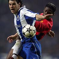 PORTO-25 FEVEREIRO:NUNO VALENTE#8 e LOUIS LAURENT SAHA#9 no jogo F.C. Porto vs Manchester United F.C. primeira mao dos oitavos de final da Liga dos campeoes realizado no estadio do Dragao 25/02/2004.<br />(PHOTO BY:GERARDO SANTOS/AFCD)