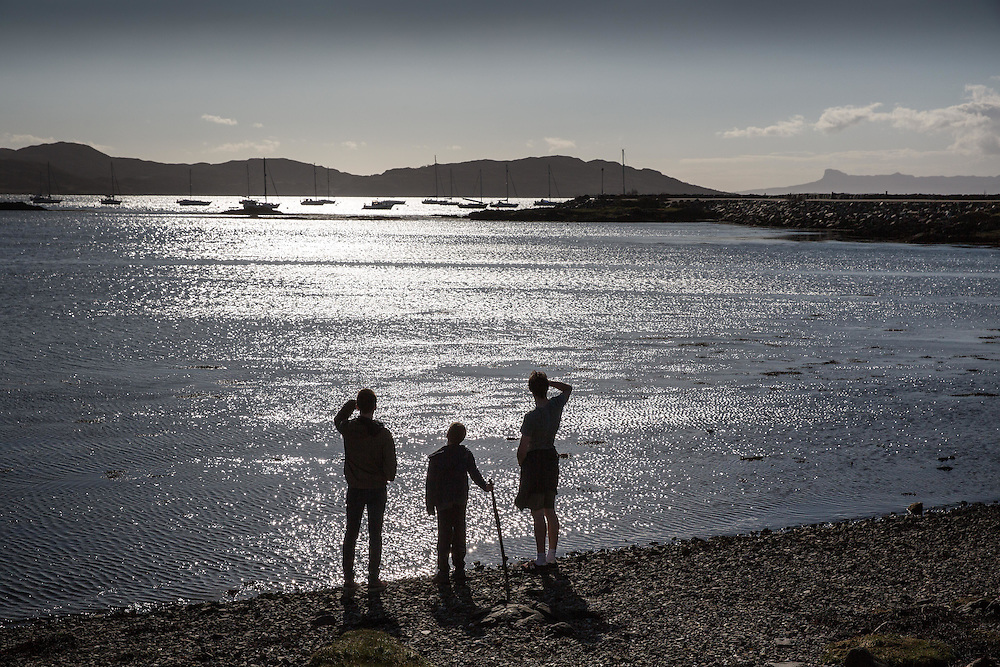 Tourists enjoy the sunny weather conditions in Arisaig, Lochaber. Picture Robert Perry 21st Jan 2016<br /> <br /> Must credit photo to Robert Perry<br /> FEE PAYABLE FOR REPRO USE<br /> FEE PAYABLE FOR ALL INTERNET USE<br /> www.robertperry.co.uk<br /> NB -This image is not to be distributed without the prior consent of the copyright holder.<br /> in using this image you agree to abide by terms and conditions as stated in this caption.<br /> All monies payable to Robert Perry<br /> <br /> (PLEASE DO NOT REMOVE THIS CAPTION)<br /> This image is intended for Editorial use (e.g. news). Any commercial or promotional use requires additional clearance. <br /> Copyright 2014 All rights protected.<br /> first use only<br /> contact details<br /> Robert Perry     <br /> 07702 631 477<br /> robertperryphotos@gmail.com<br /> no internet usage without prior consent.         <br /> Robert Perry reserves the right to pursue unauthorised use of this image . If you violate my intellectual property you may be liable for  damages, loss of income, and profits you derive from the use of this image.