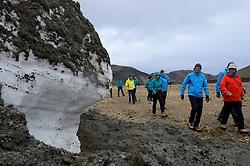 05-07-2014 NED: Iceland Diabetes Challenge dag 1, Landmannalaugar <br /> Vandaag ging de challenge van start. Met een bus gingen we van Vogar naar Landmannalaugar en zagen we de eerste tekenen van het prachtige landschap van IJsland / Wim